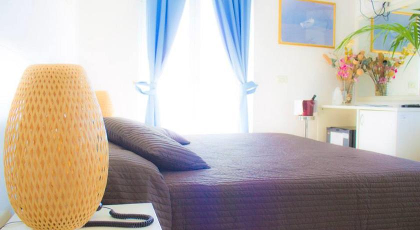 vicino-mare-acquappesa-ristorante-parcheggio-wifigratis-hotel2stelle-parco-delle-terme-luigiane