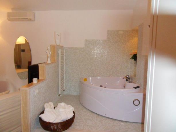Bagno romantico con vasca per coppia Hotel Bracciano