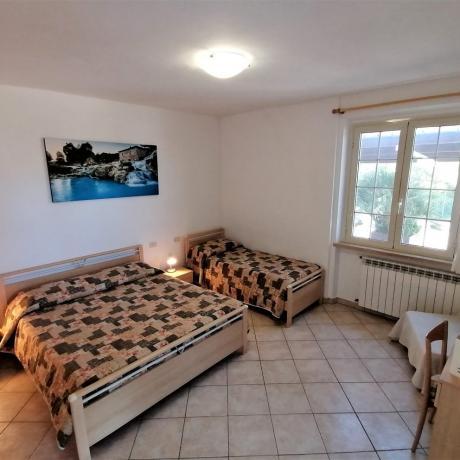 Camera tripla con aria condizionata-riscaldamento agriturismo Manciano