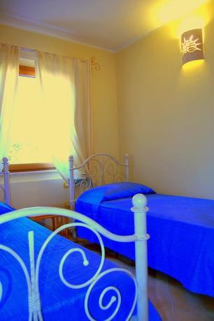 Camera doppia con finestra panoramica ad Olbia