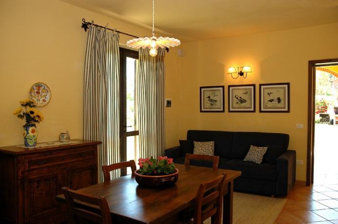 Salone con Divano letto e Cucina Umbria