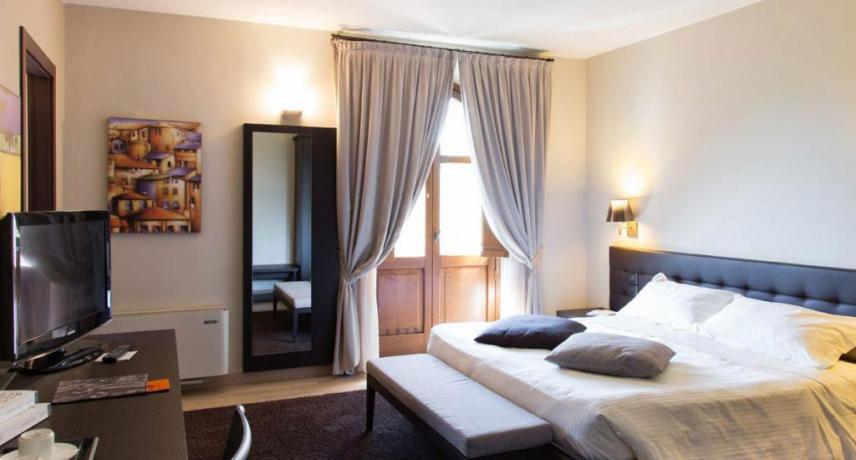 Camera classic con grande specchio hotel5stelle Perugia