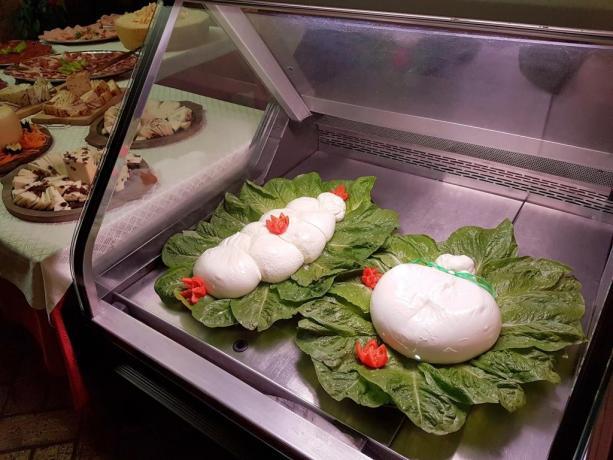 Agriturismo vicino Roma-buffet di mozzarelle