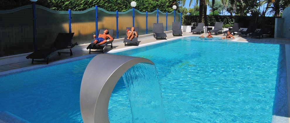 Alba Adriatica  Hotel con Piscina in Spiaggia