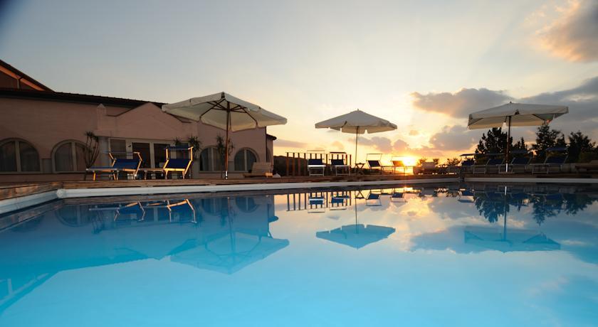 Villaggi turistici al mare offerte per regione e citta in villaggio turistico prezzi lastminute - Hotel con piscina toscana ...
