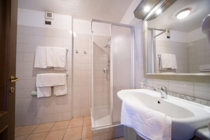 Appartamento-vacanza Bardonecchia bilocale 4-5persone bagno con asciugamani
