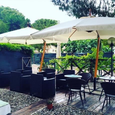 Portico con spazio aperitivo in B&B a Taranto