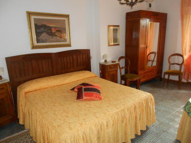 Camera letto matrimoniale hotel vicino Città della Pieve