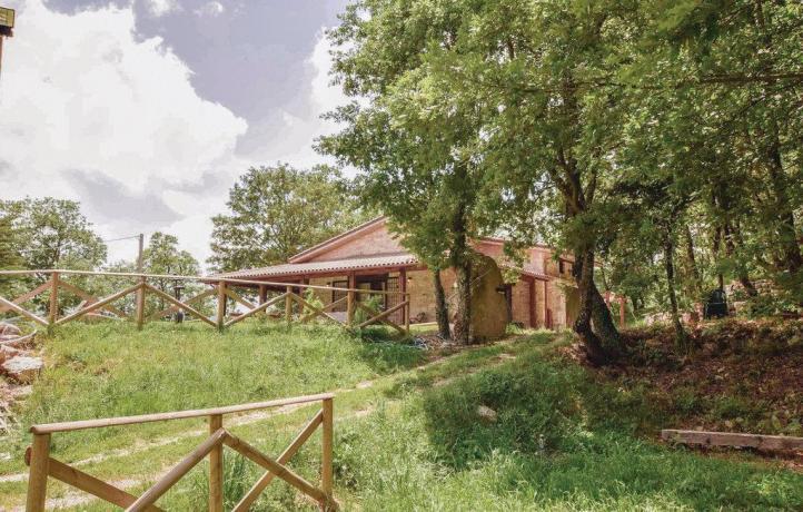 Esterno casa vacanze con giardino San Lupo