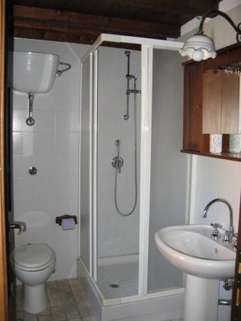 Appartamento in Abruzzo, servizi privati con doccia