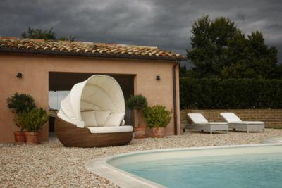Poltrone e salotti da giardino per bordo piscina arredo for Terrazzi arredamento da esterni