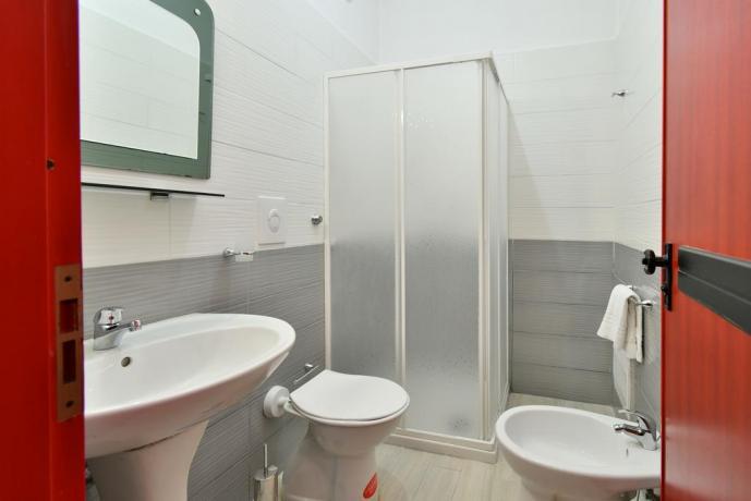 Bagno con box doccia Pizzoferrato