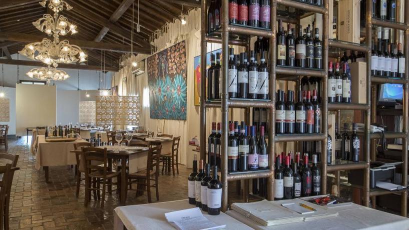 Ristorante con ampia scelta vini