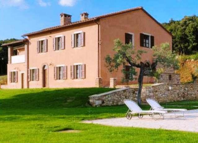 Appartamenti con piscina esterna a Montoro