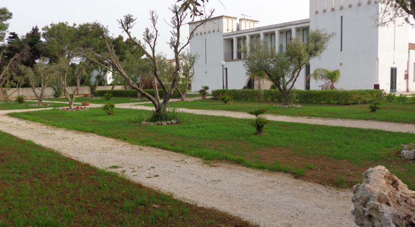 Giardino esterno Residence nel Salento