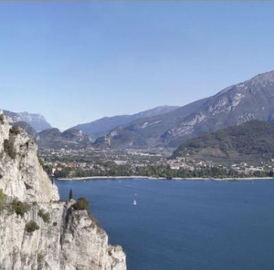 Trova vacanze alloggio sponde lago garda hotel b b for Lago vicino milano