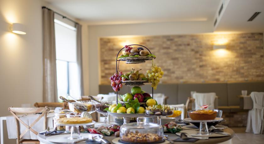 Sala colazione ampia e luminosa