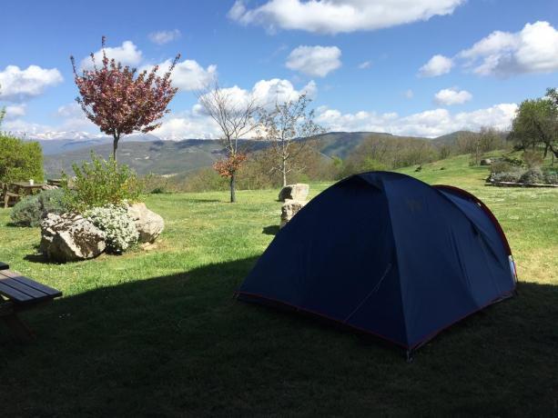 Ampi spazi verdi con aree campeggio