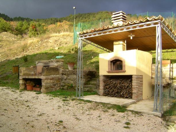 Agriturismo Gubbio famiglie, spazio aperto, piscina, trekking.