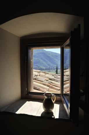 Appartamenti con finestra in vista colline umbre