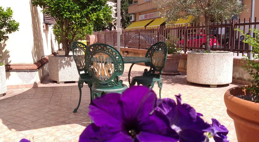 Hotel con cortile e gazebo a Fabriano