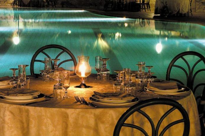 Ottimo ristorante a bordo piscina hotel3stelle a Caltagirone