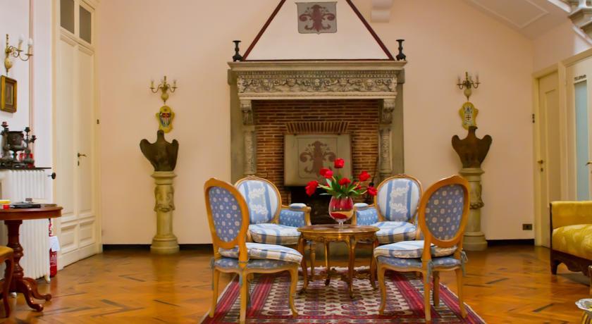 L'elegante sala di lettura del Castello