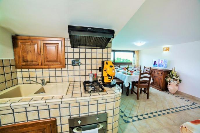 Appartamento Bianco con cucina attrezzata