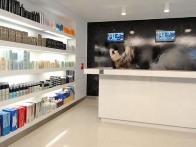 Tavolo tecnico salone parrucchiere arredamento per for Arredamento barbiere
