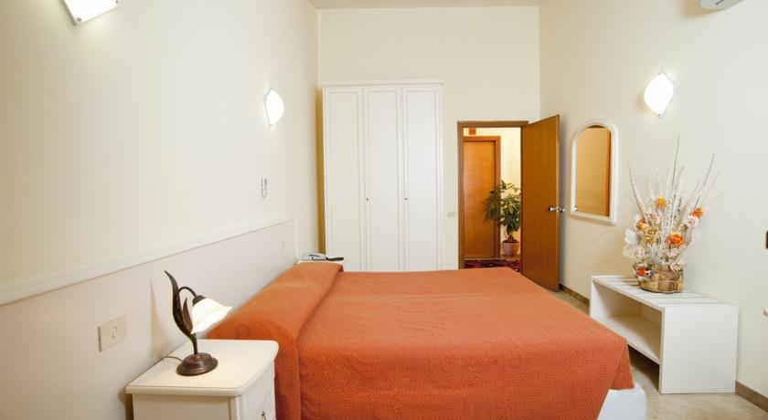 camera matrimoniale standard in Hotel vicino mare