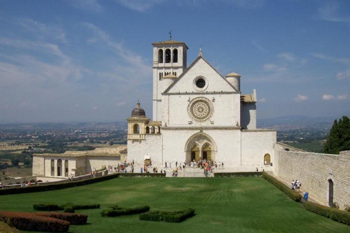 Basilica San Francesco di Assisi, vista di giorno