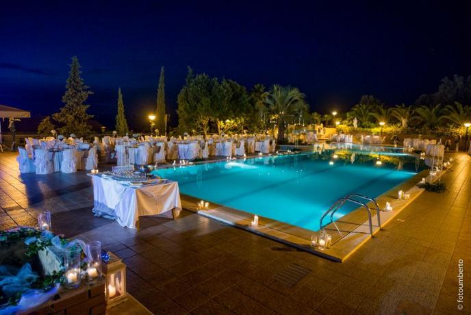 Servizio ristorante a bordo piscina hotel3stelle Caltagirone