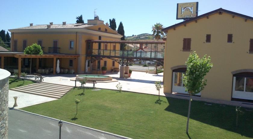 CountryHouse con Camere Piscina Alba Adriatica