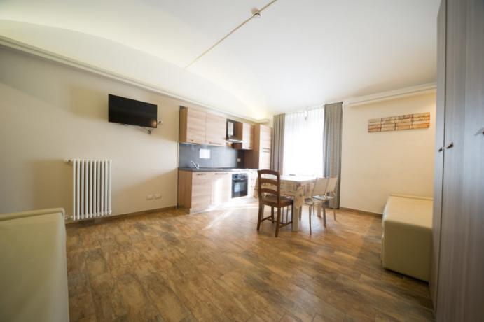 Appartamento-vacanze Bardonecchia soggiorno con tv e divano