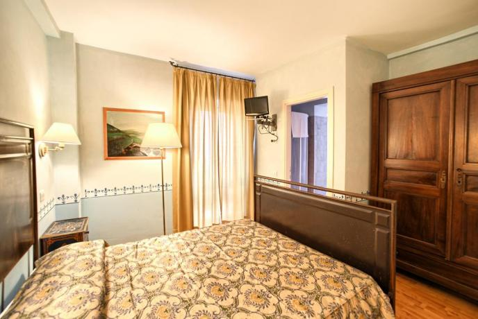 Camera Matrimoniale vicino Assisi con Wi-Fi e Aria-Condizionata