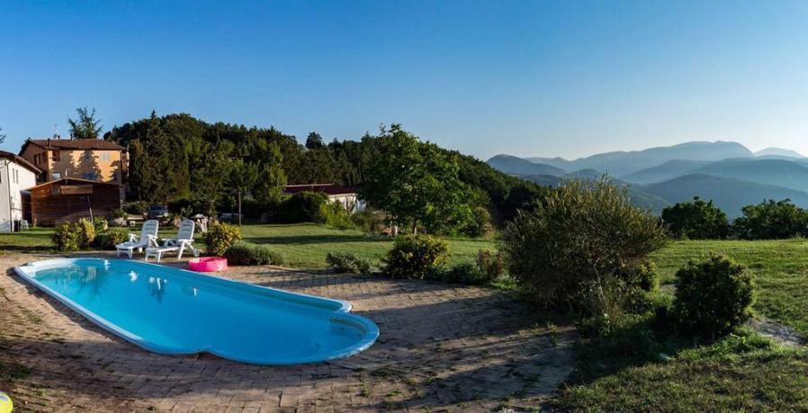 Appartamenti e piscina sui Sibillini vicino Castelluccio