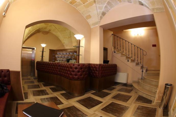 Reception accogliente albergo in Puglia