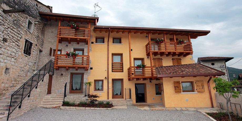 Appartamenti a Piacavallo con parcheggio privato
