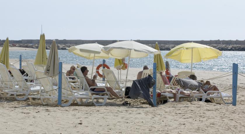 Villaggio con Spiaggia Attrezzata a Scoglitti