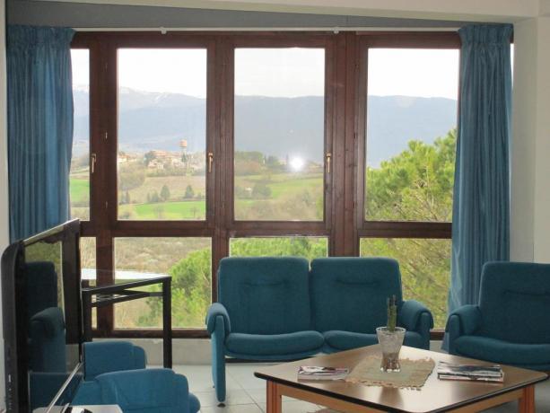 Sala comune in hotel a Collevalenza per Pellegrini