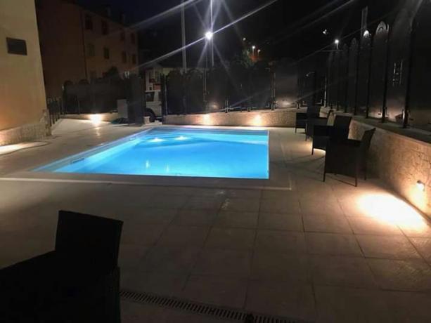 Hotel per gruppi e famiglie a cascia con ristorante piscina di acqua salata parcheggio bus e auto - Piscina con acqua salata ...