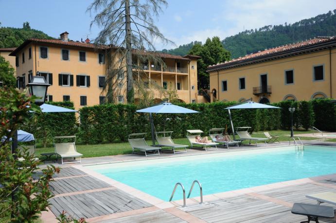 hotel-con-piscina-vasca-jacuzzi-12posti-palazzo-storico-lucca