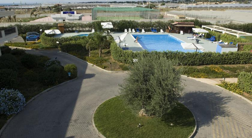 Villaggio vicino al Mare con piscina tennis calcetto