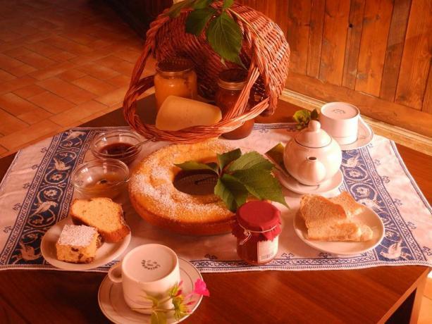Colazione con dolci fatti in casa