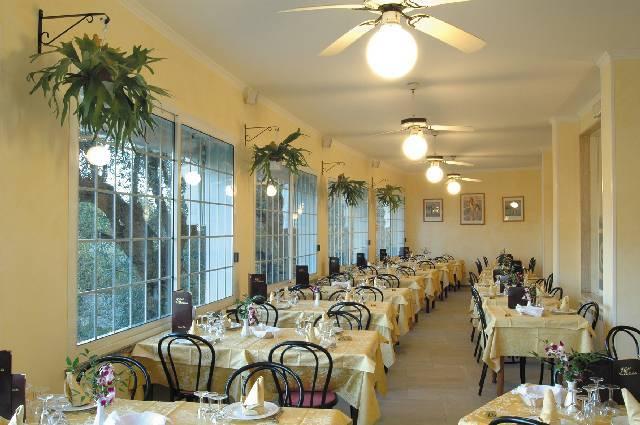 Sala ristorante con servizio tavolo hotel Imperia