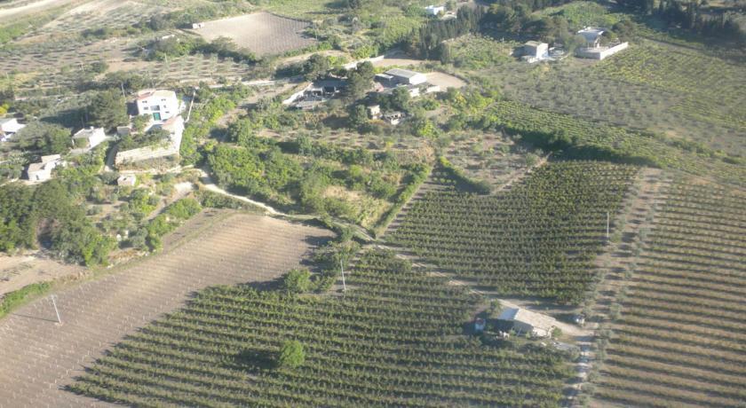 vista sul verde dalla fattoria di campagna