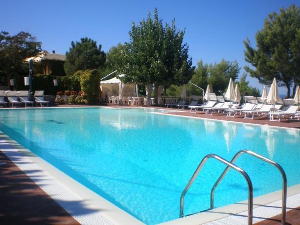 piscina-idromassaggio-tennis-animazione-palinuro-sport-village-club