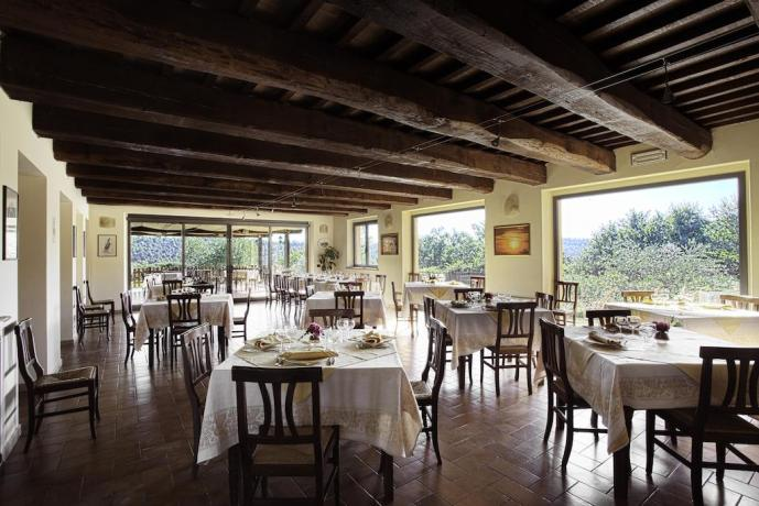 Sala ristorante Country House vicino Spa per 2