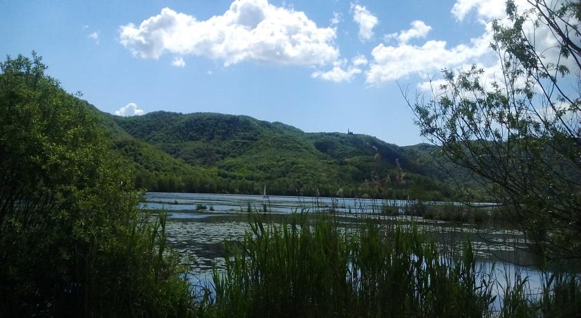 lago nelle vicinanze di colli berici