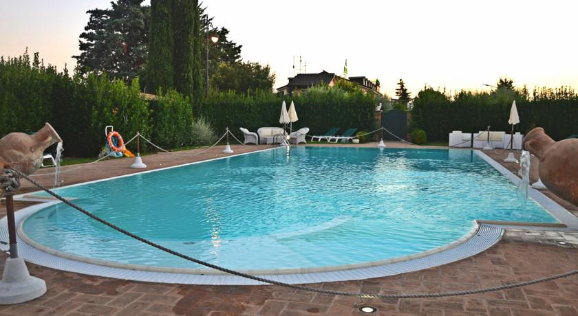 Hotel Piscina e Ristorante tipico Umbro Assisi